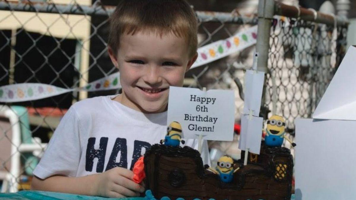 Fiesta sorpresa multitudinaria para un niño autista sin amigos