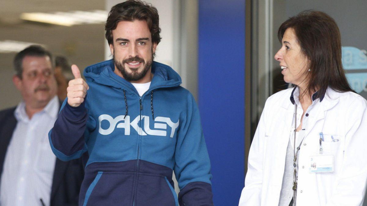 Fernando Alonso sale del hospital y se recuperará en casa