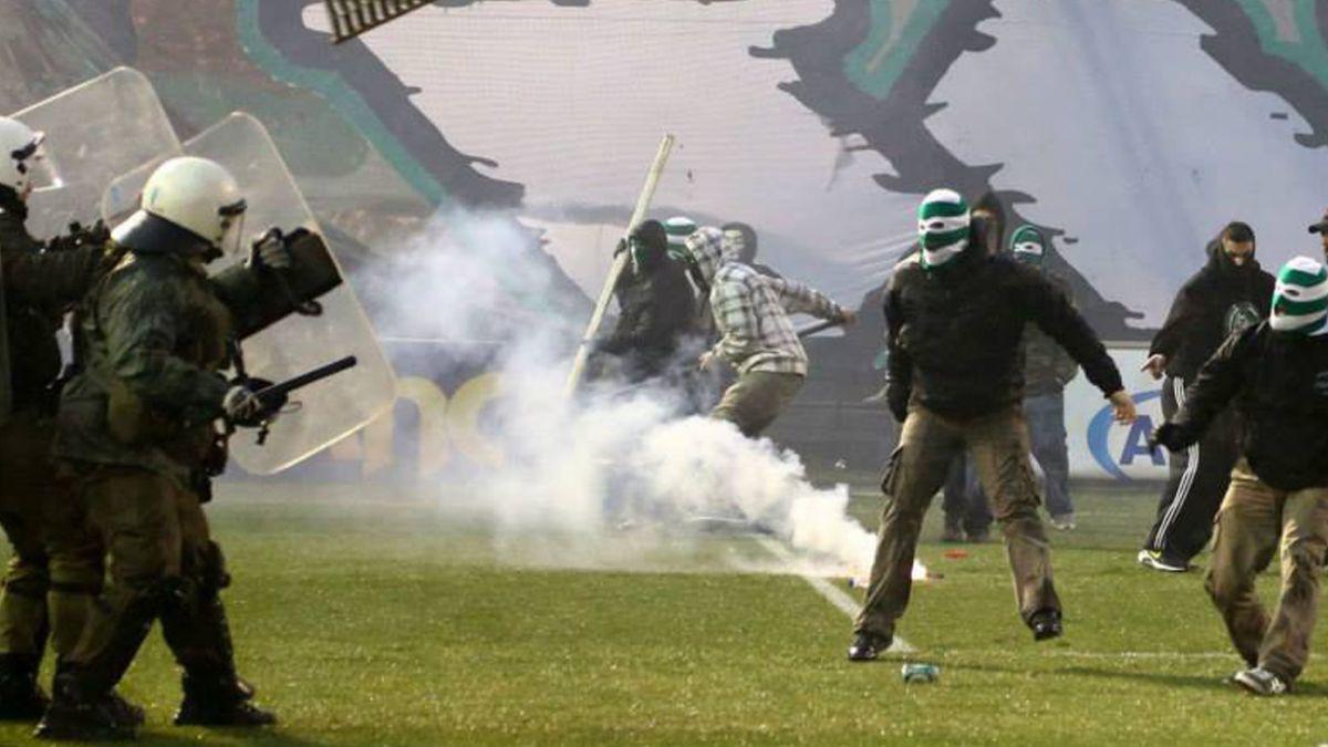 Grecia suspende el fútbol por violencia en la liga