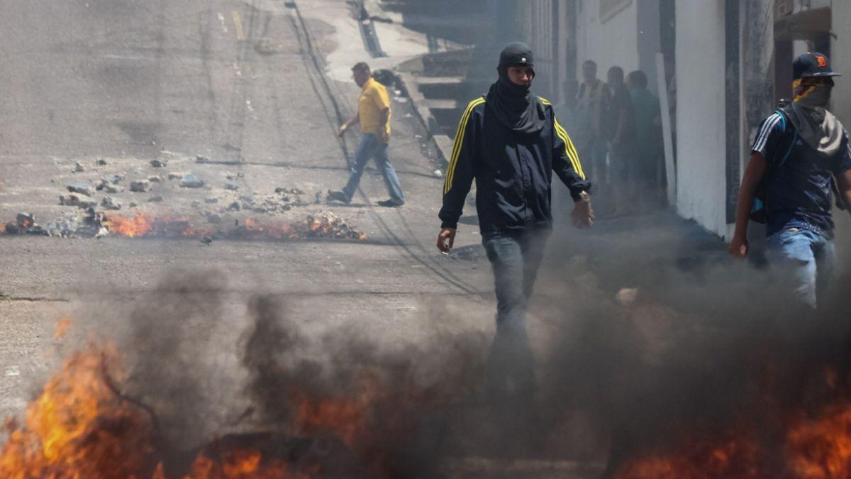 Imputan por homicidio a policía que disparó a menor en Venezuela