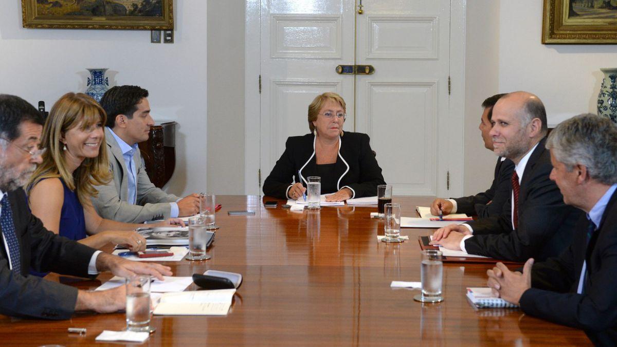 Bachelet cita a consejo de gabinete y a sesión especial de trabajo para primera semana de marzo