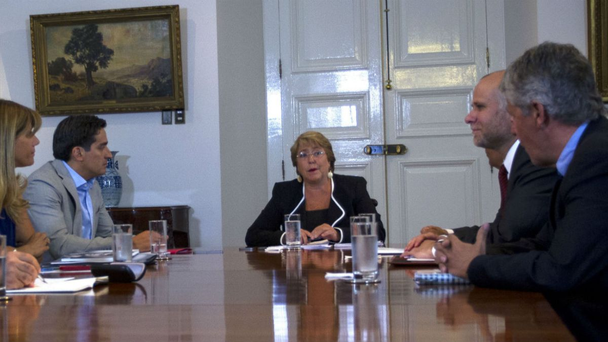 Bachelet pide creación de marco regulatorio para relación público-privada