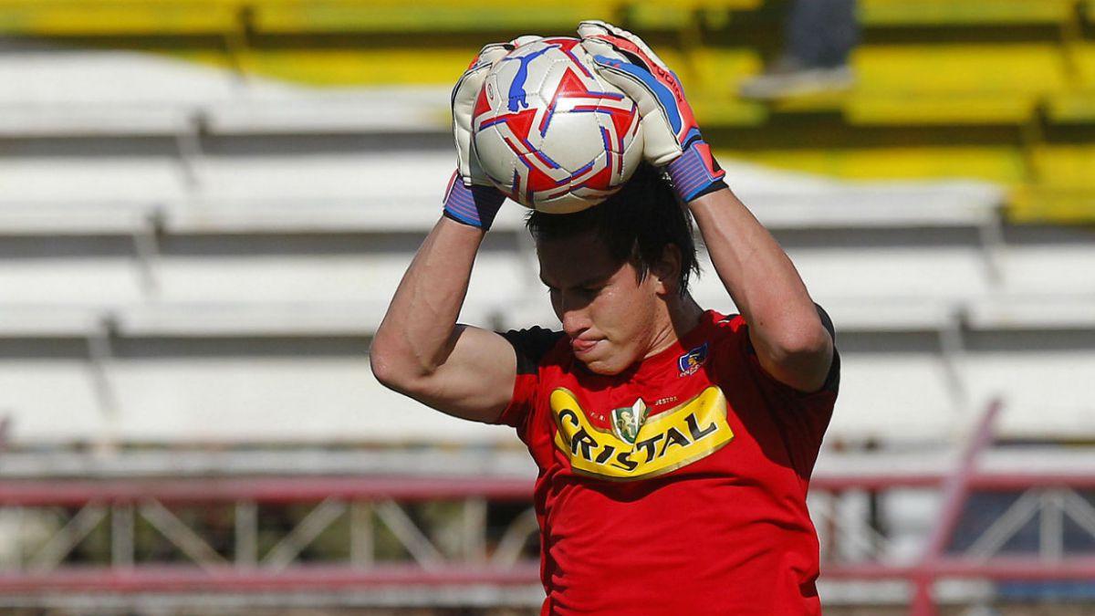 Tercer arquero de Colo Colo viaja a Colombia por lesión de Paulo Garcés