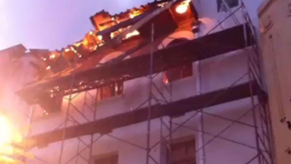 Bomberos trabaja en control de incendio en Barrio Yungay