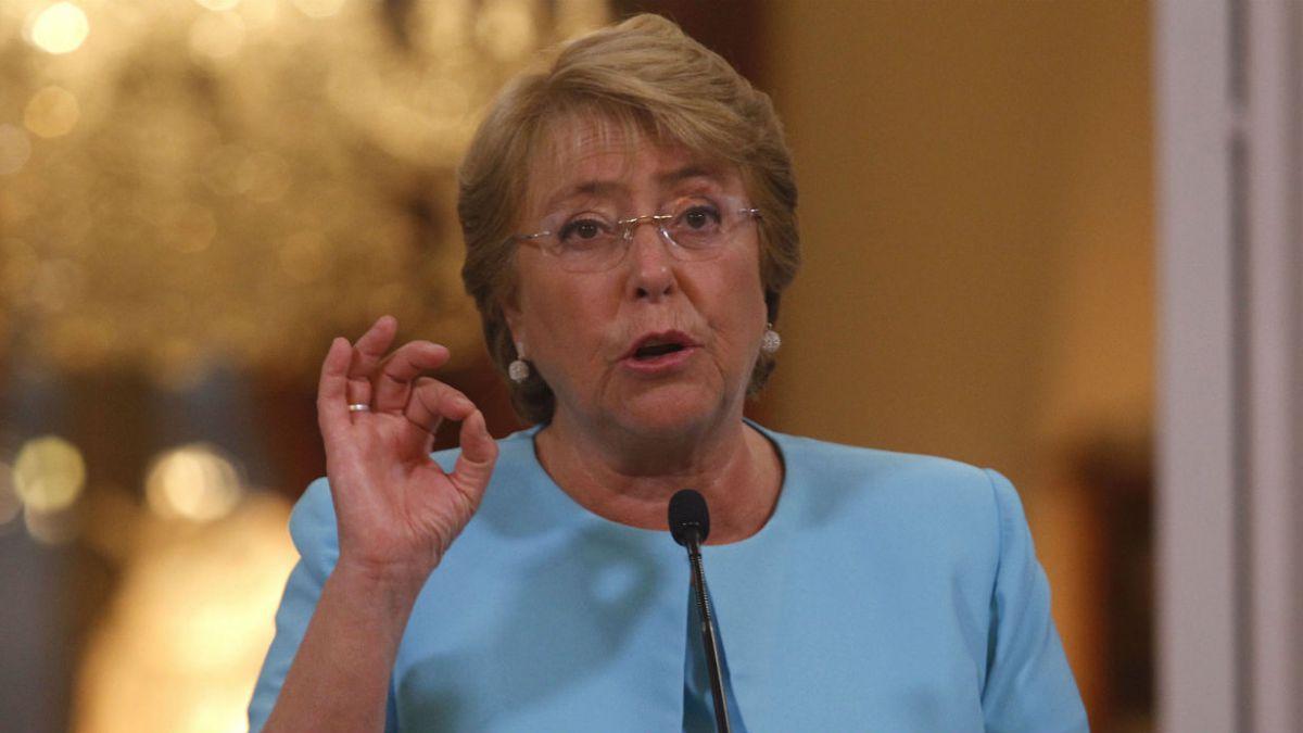 [VIDEO] Manifestante contra el aborto interrumpe discurso de Bachelet en La Moneda