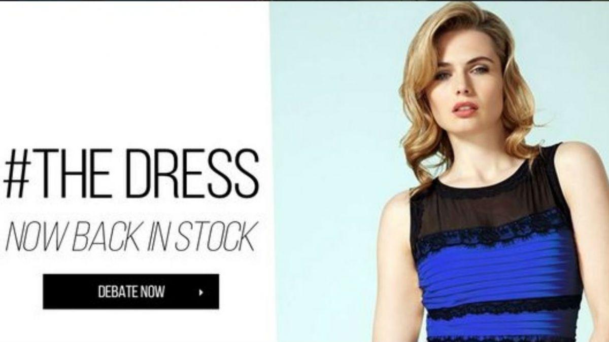 Tienda Roman Originals confirma que el vestido es azul con negro