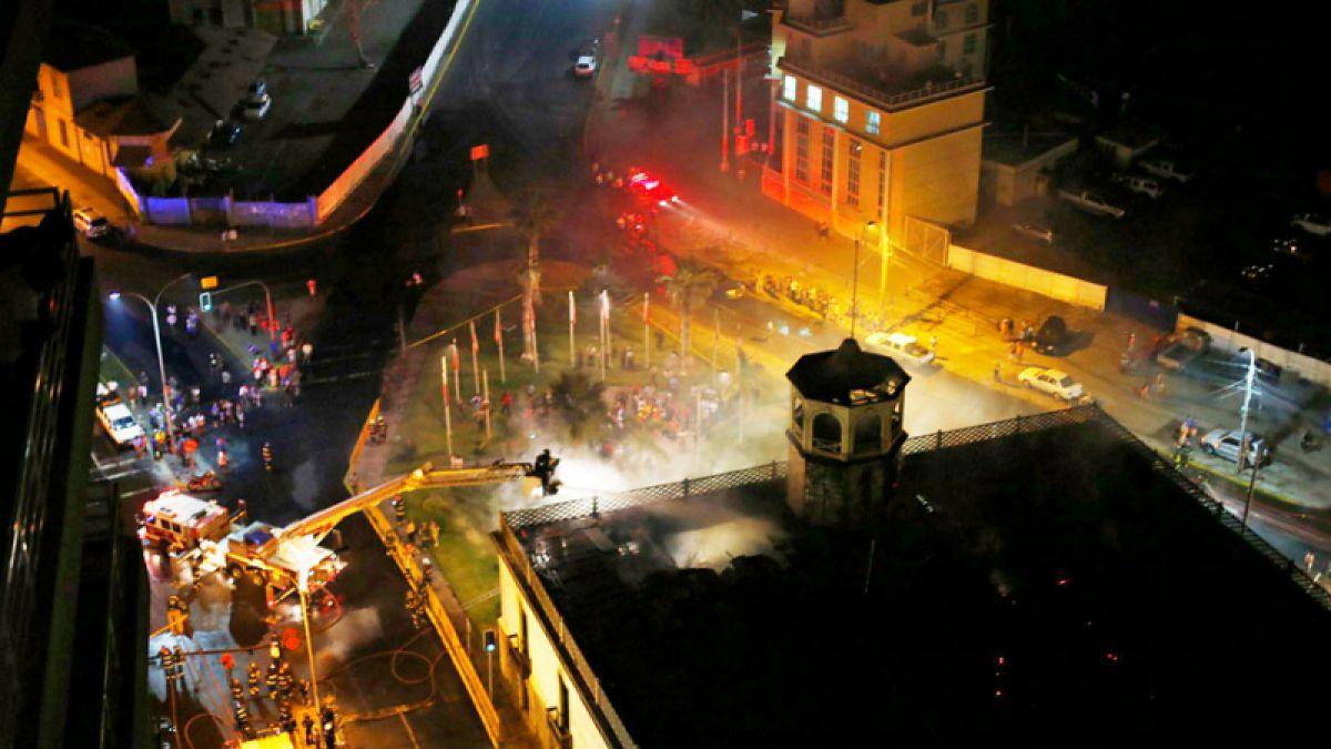 Alcalde de Iquique interpone denuncia por incendio en ex aduana
