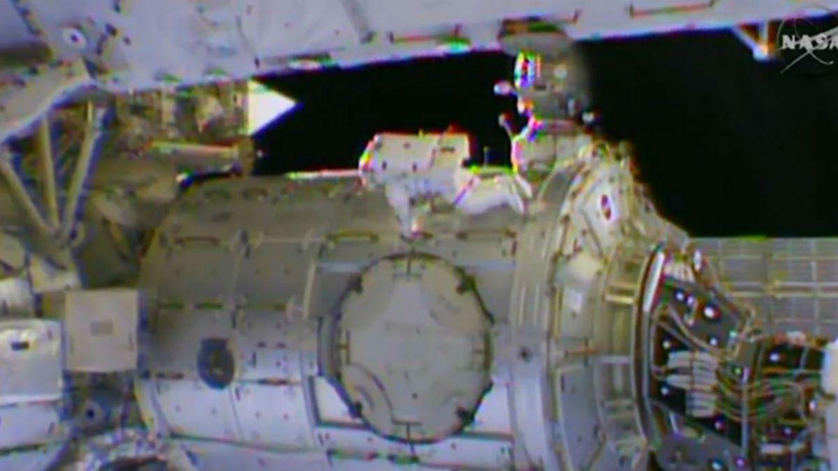 Astronautas estadounidenses completan tercera salida orbital