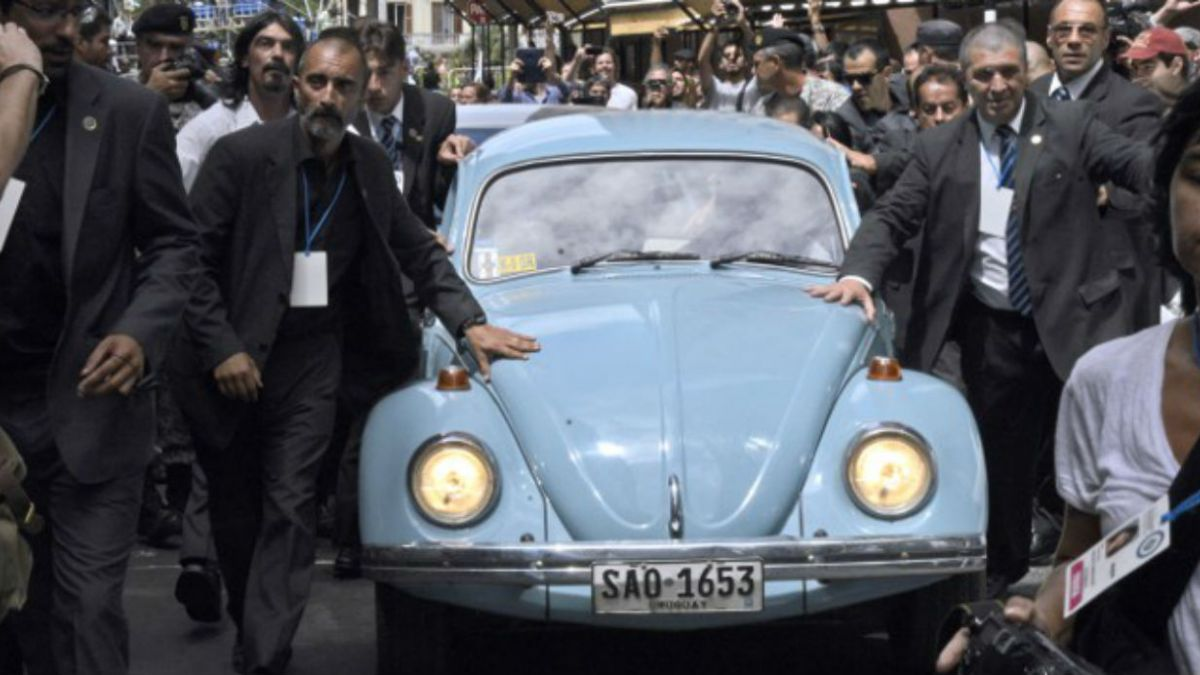 [FOTOS] La despedida de Mujica en su inconfundible escarabajo celeste