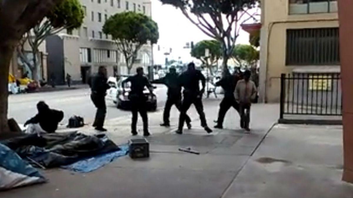 Agentes policiales matan a un indigente en Los Ángeles
