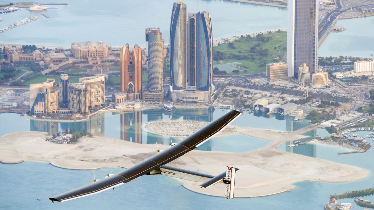 Avión solar realizó últimas pruebas antes de dar la vuelta al mundo