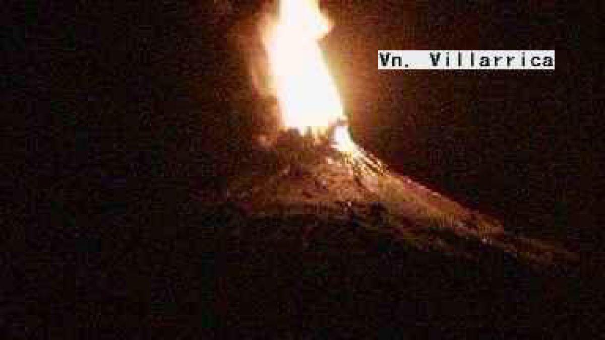 Evacúan zonas aledañas a Volcán Villarrica por erupción