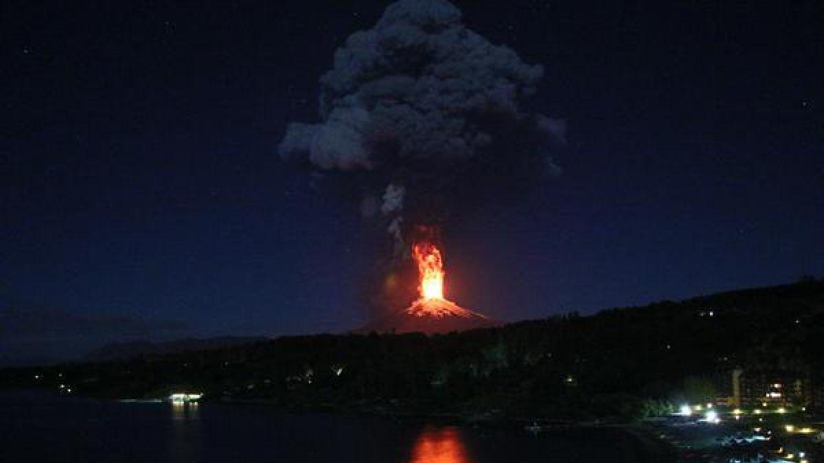Volcán Villarrica hace erupción ante preocupación de habitantes