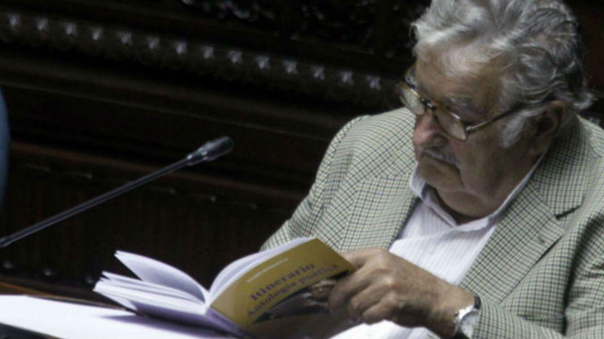[FOTOS] Mujica asume en el Senado uruguayo tras dejar la presidencia