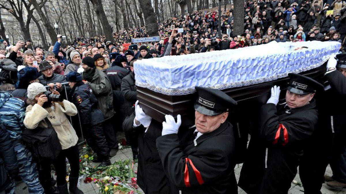 Miles de personas participan en funeral de líder opositor ruso asesinado