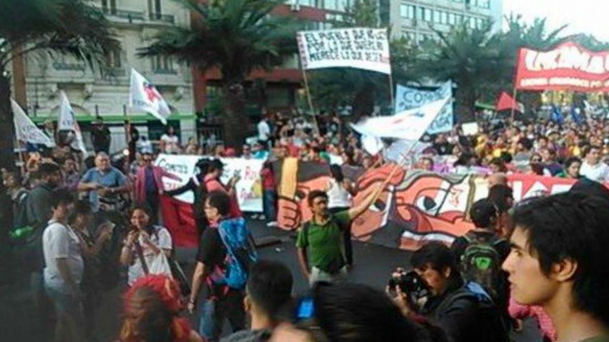 [FOTOS] Así de desarrolla en Chile la marcha en conmemoración por el día de la mujer