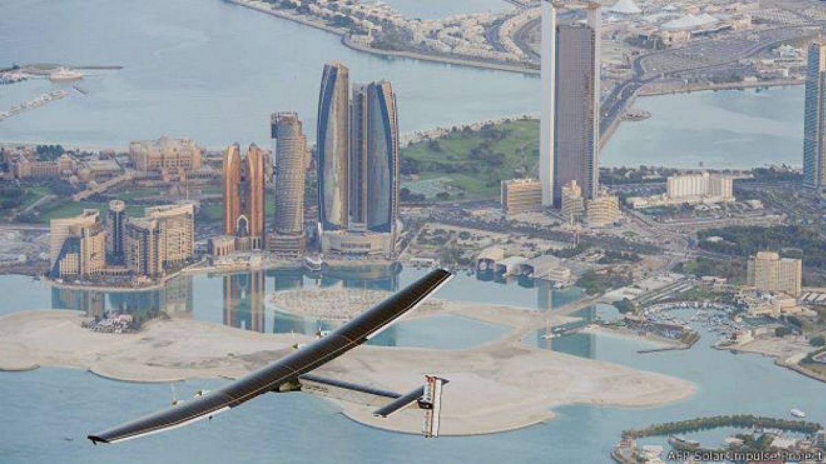 Avión Solar Impulse 2 despega de Abu Dabi para su primera vuelta al mundo sin carburante