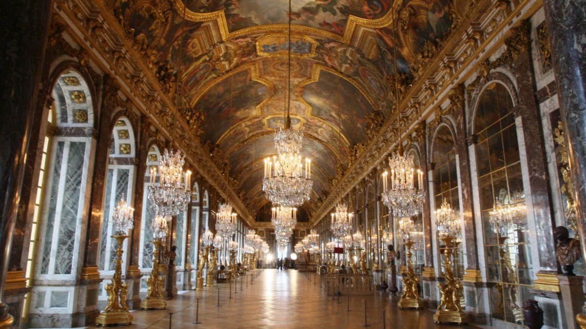 Palacio de Versalles se suma a la prohibición del palo para selfies