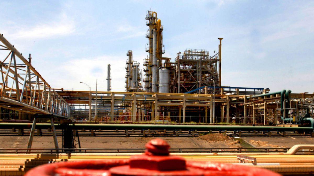 La AIE rebaja previsión de demanda de petróleo para 2016 por exceso de oferta
