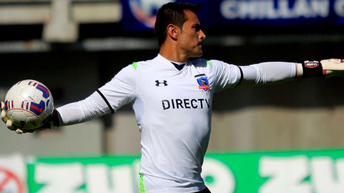 Justo Villar y su futuro ante ofertas: Seguir en Colo Colo es prioridad