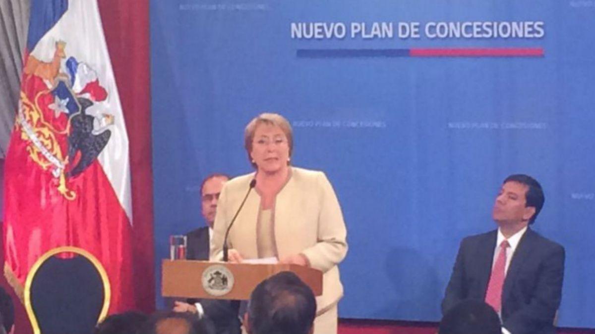 Bachelet anuncia nuevo plan de concesiones de obras viales