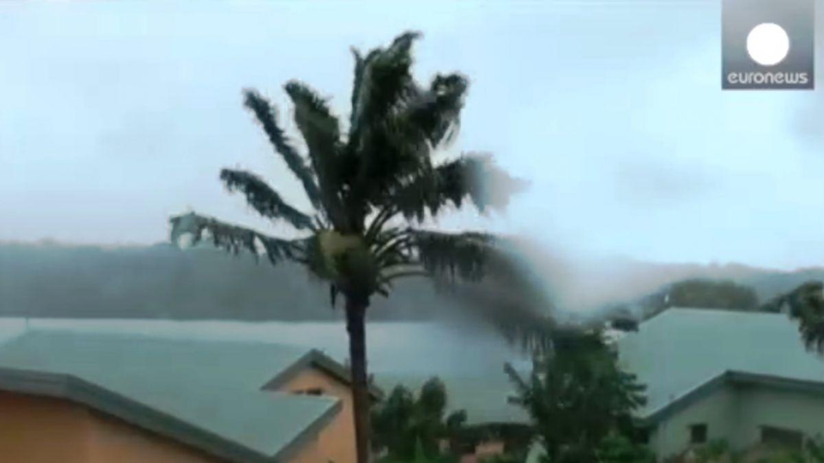 Vanuatu espera la llegada del ciclón Pam grado cinco