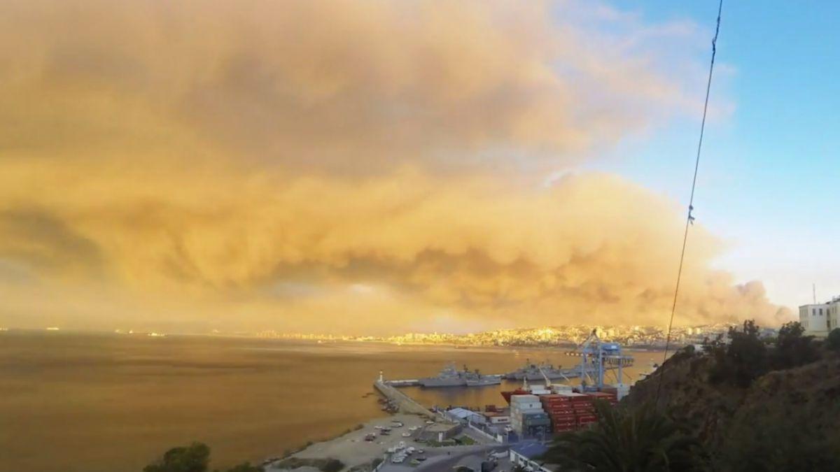 [Video] Impresionante timelapse registra el incendio que afecta a Valparaíso