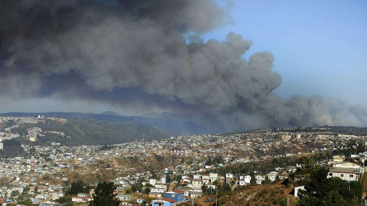 [FOTOS] Miles de personas han debido evacuar en Valparaíso
