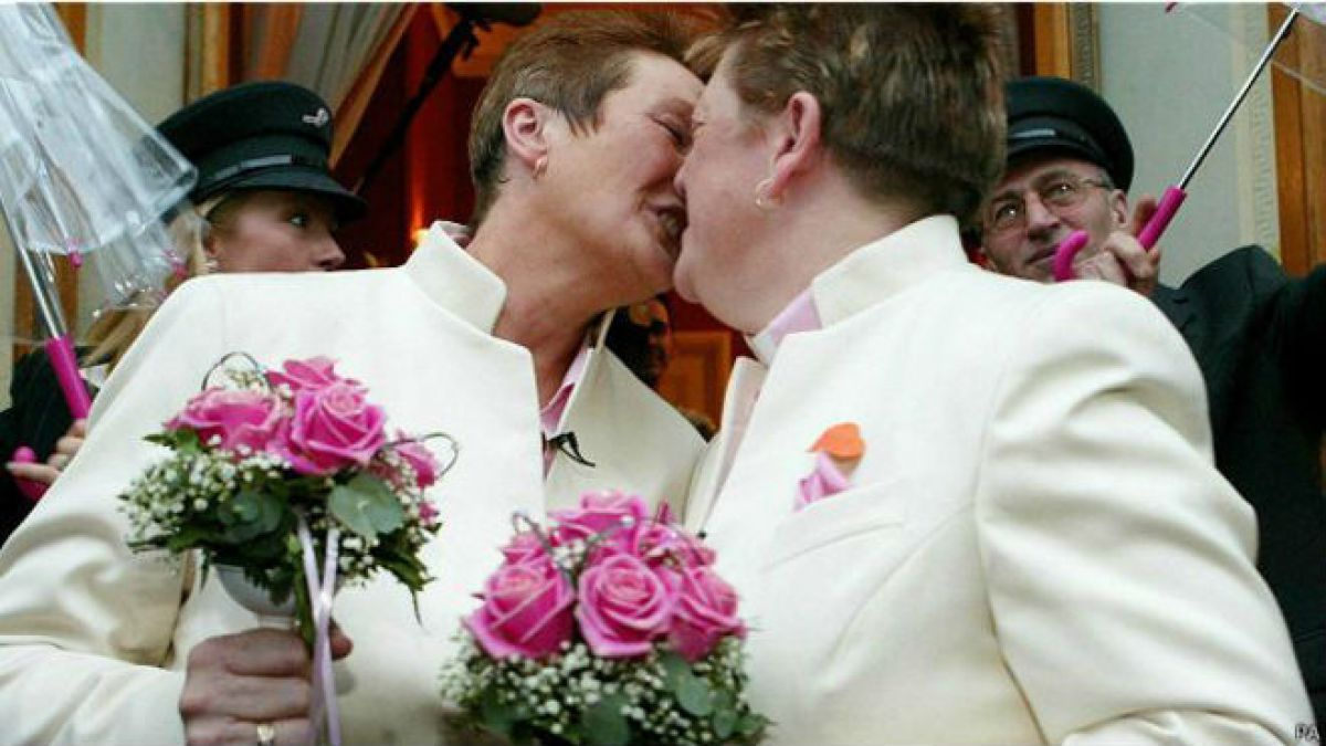 Immigration News: Matrimonio Homosexual y Beneficios