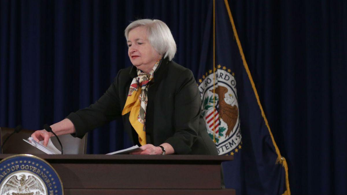Fed mantiene tasa de interés, pero abandona compromiso de mostrarse paciente ante futuras alzas