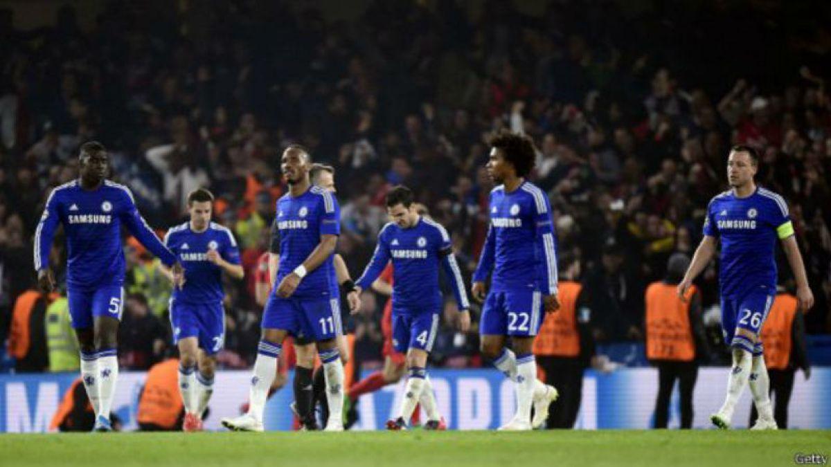 [VIDEO] Imperdible: Figuras del Chelsea convierten cena en un espectáculo de destreza futbolística