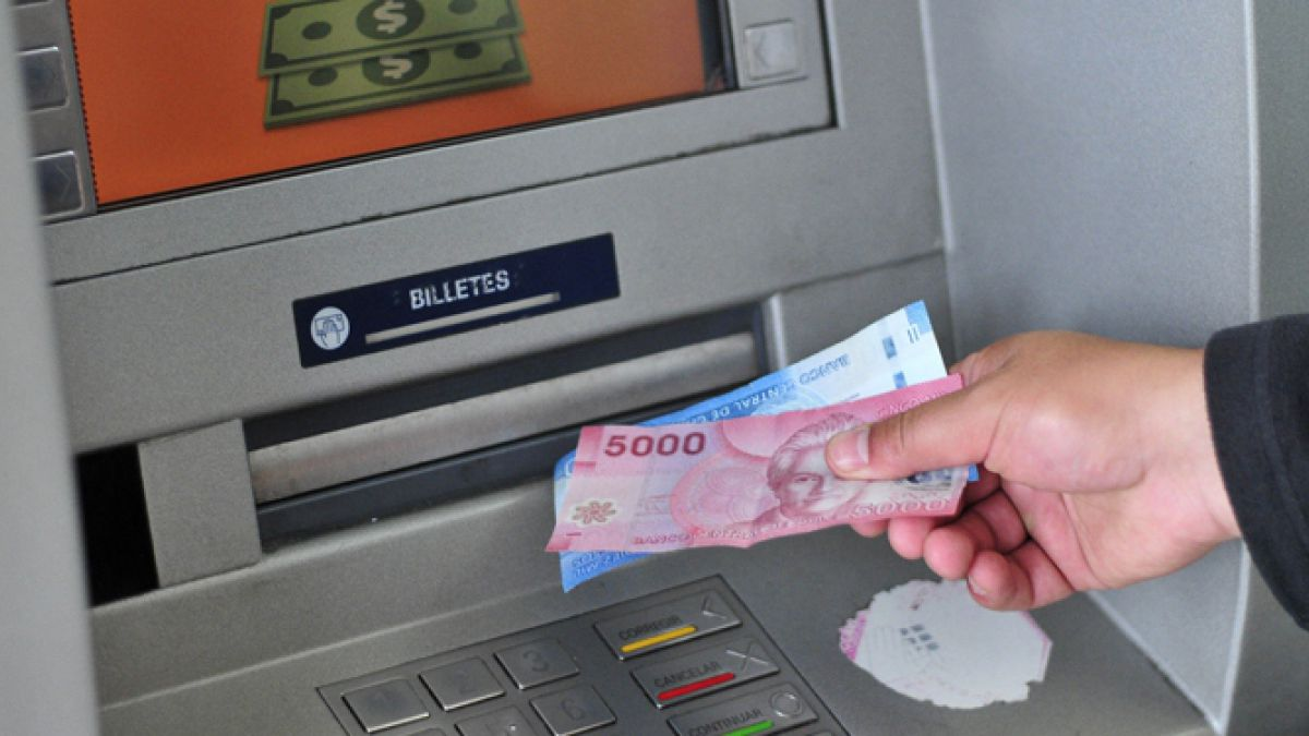 Fin de semana largo: Bancos llaman a planificar giros en cajeros automáticos