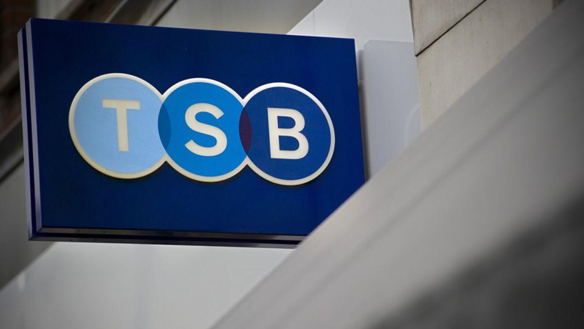 Banco español Sabadell comprará británico TSB por EUR 2.350 millones
