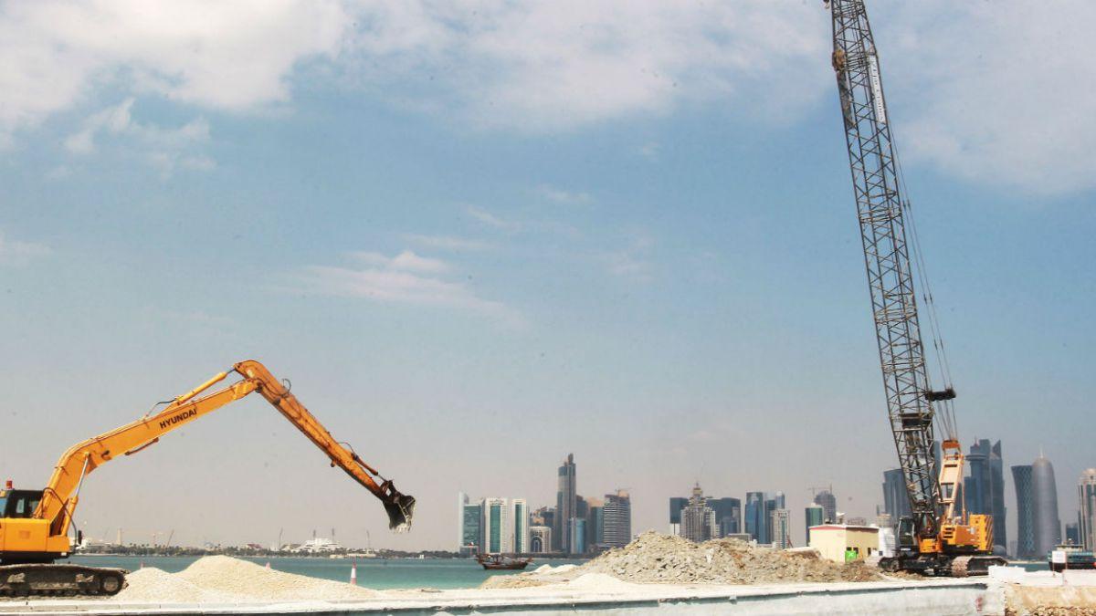 Denuncian a constructora francesa por trabajo forzado en obras de mundial de Qatar 2022
