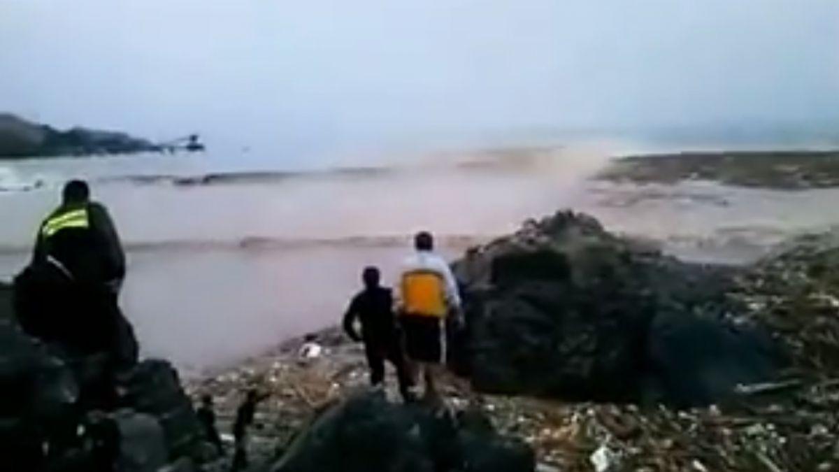 Video muestra cómo un niño logra ser rescatado del alud en Chañaral