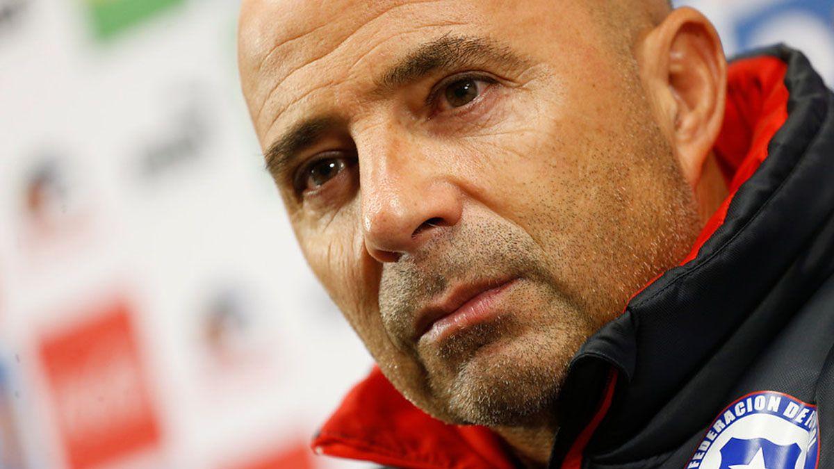 Sampaoli dice que el acuerdo con Chile es hasta el mundial y descarta a Fernández contra Brasil