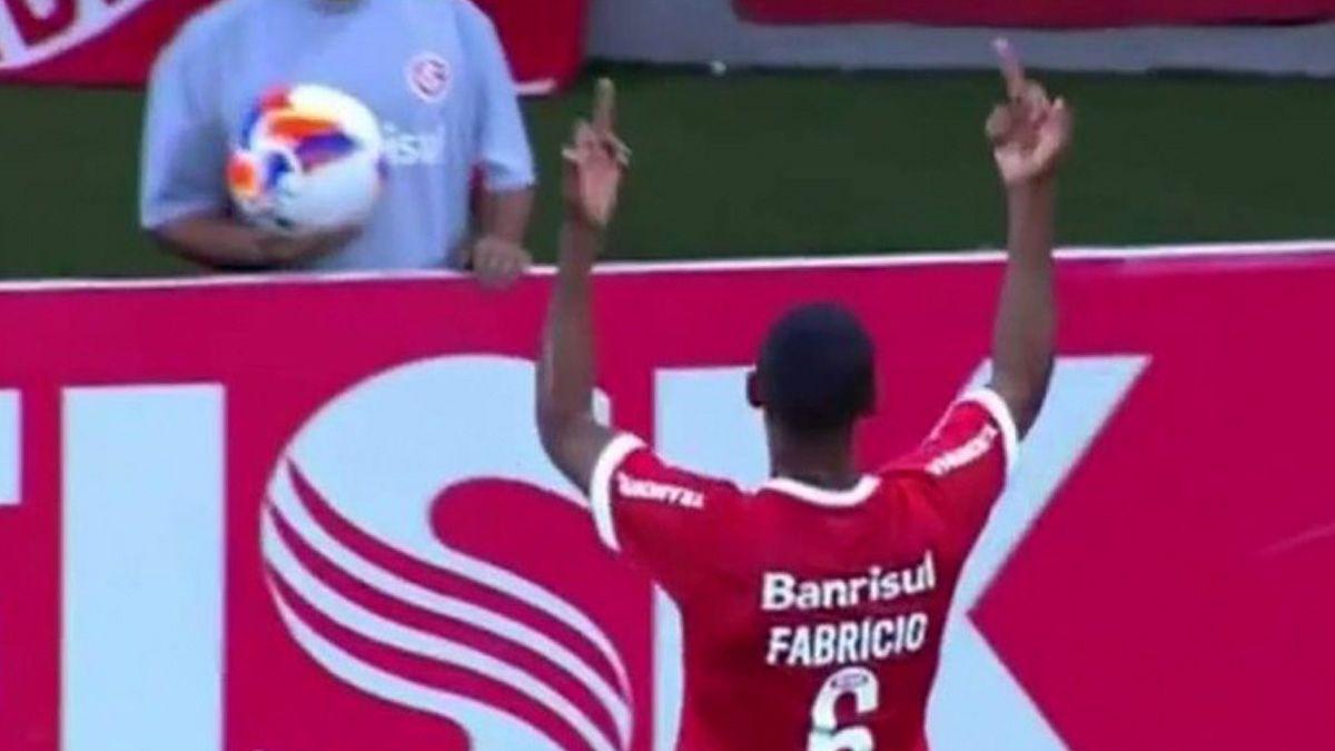 [VIDEO] Perdió la cabeza: La ira de Fabricio del Inter de Porto Alegre tras ser pifiado