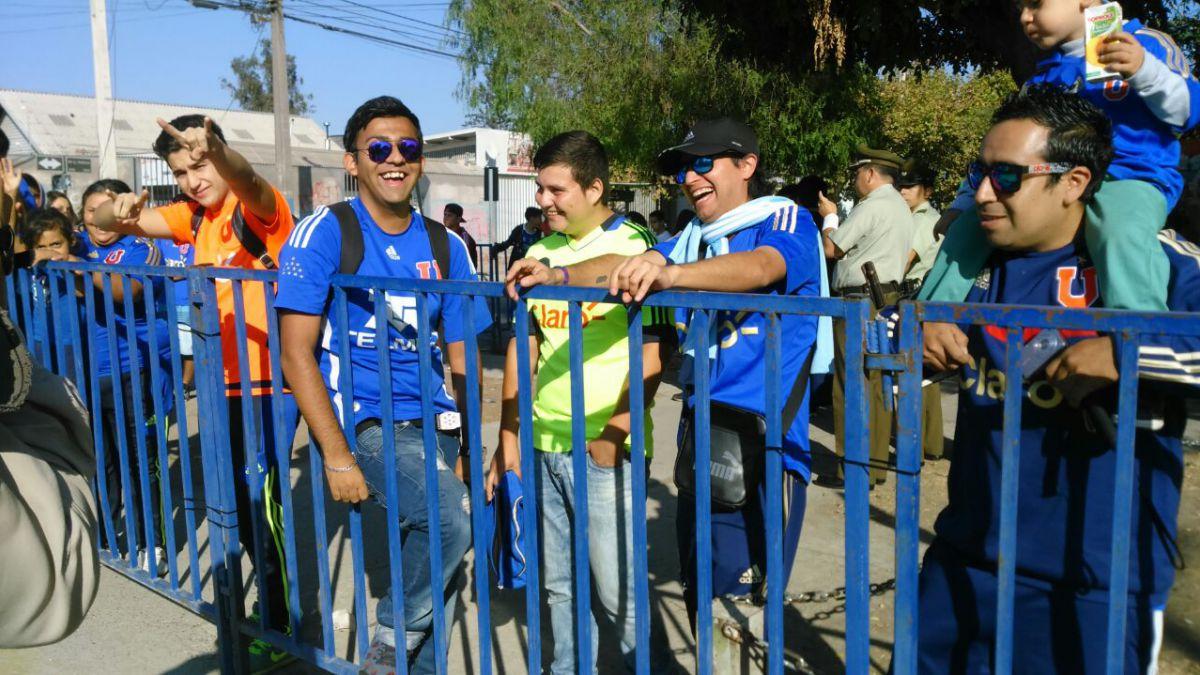 Más de mil hinchas azules animan el tradicional banderazo