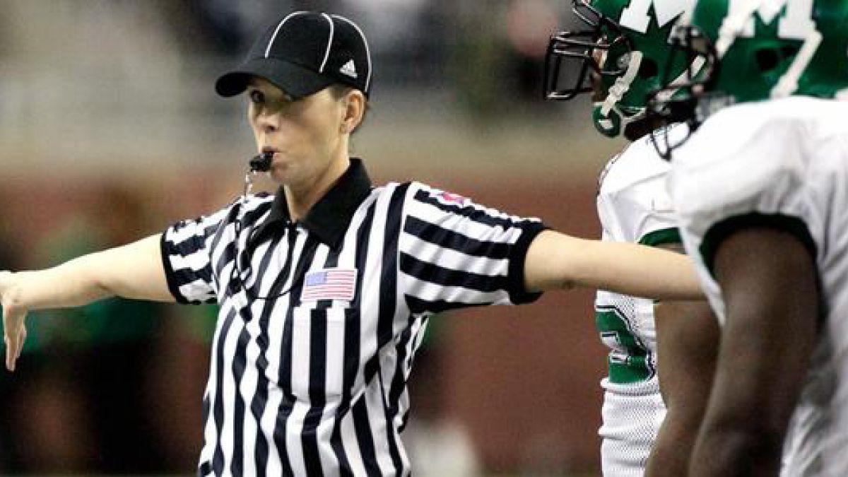 Fútbol americano profesional de EE.UU. contrata a la primera mujer árbitro