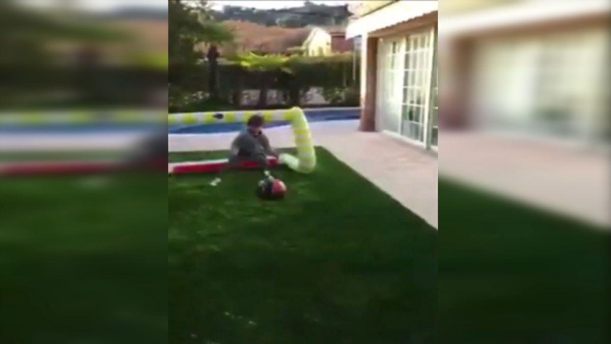 [VIDEO] Hijo de Claudio Bravo da sus primeros pasos en el arco