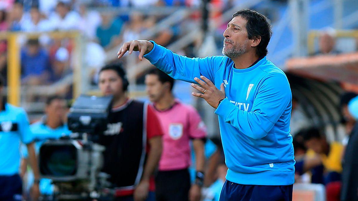 """Mario Salas en la previa al clásico: """"El que pierde quedará fuera de carrera por el Clausura"""""""