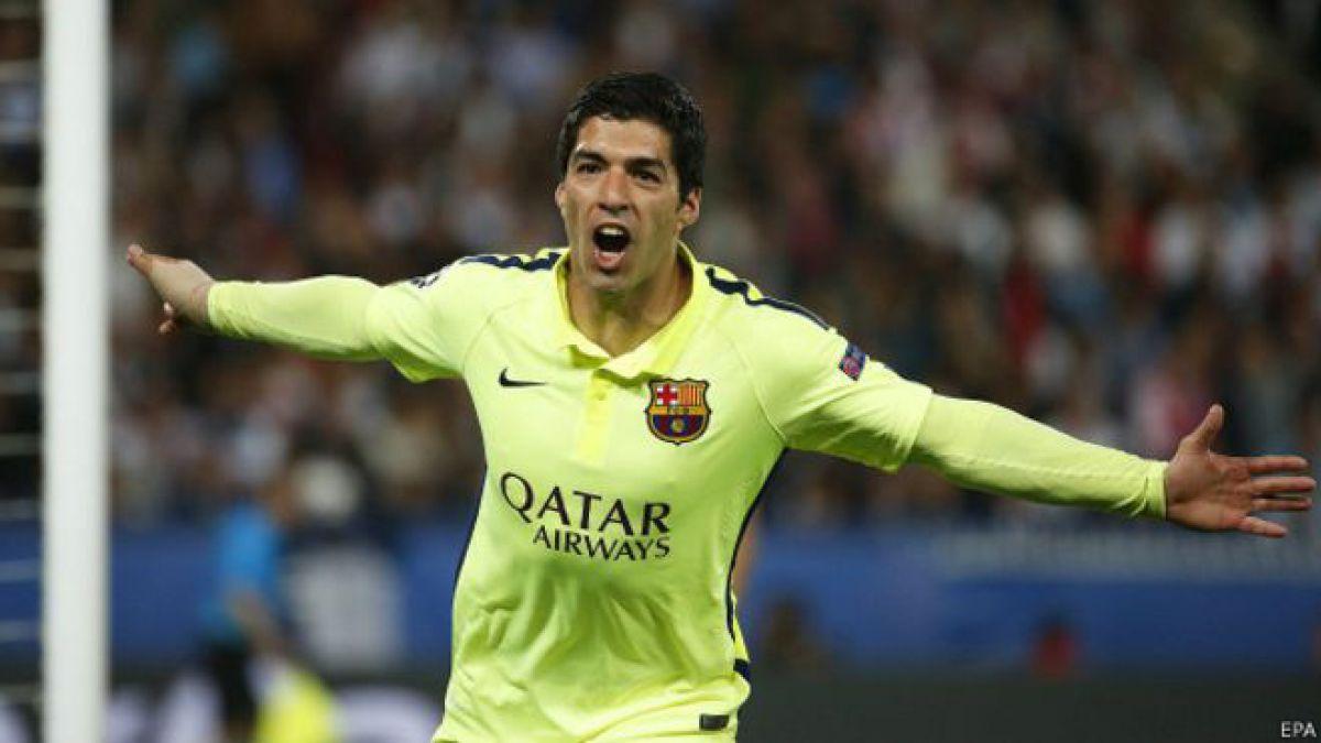 Los dos goles de túnel de Suárez: la humillación de la que no para de hablar el mundo del fútbol