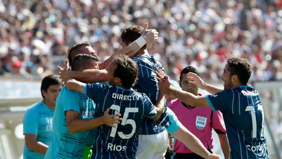 La UC golea a Colo Colo en el Monumental y sueña con el título