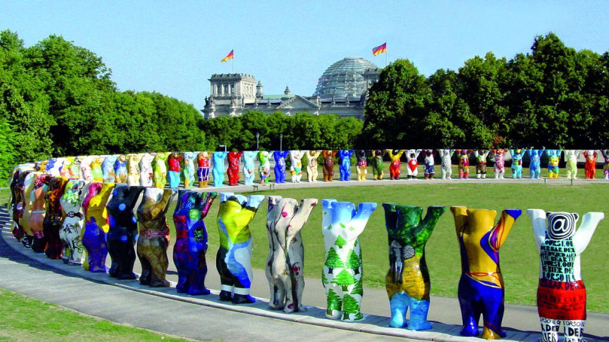 "Osos por la tolerancia: Exposición ""United Buddy Bears"" llega a Chile por primera vez"