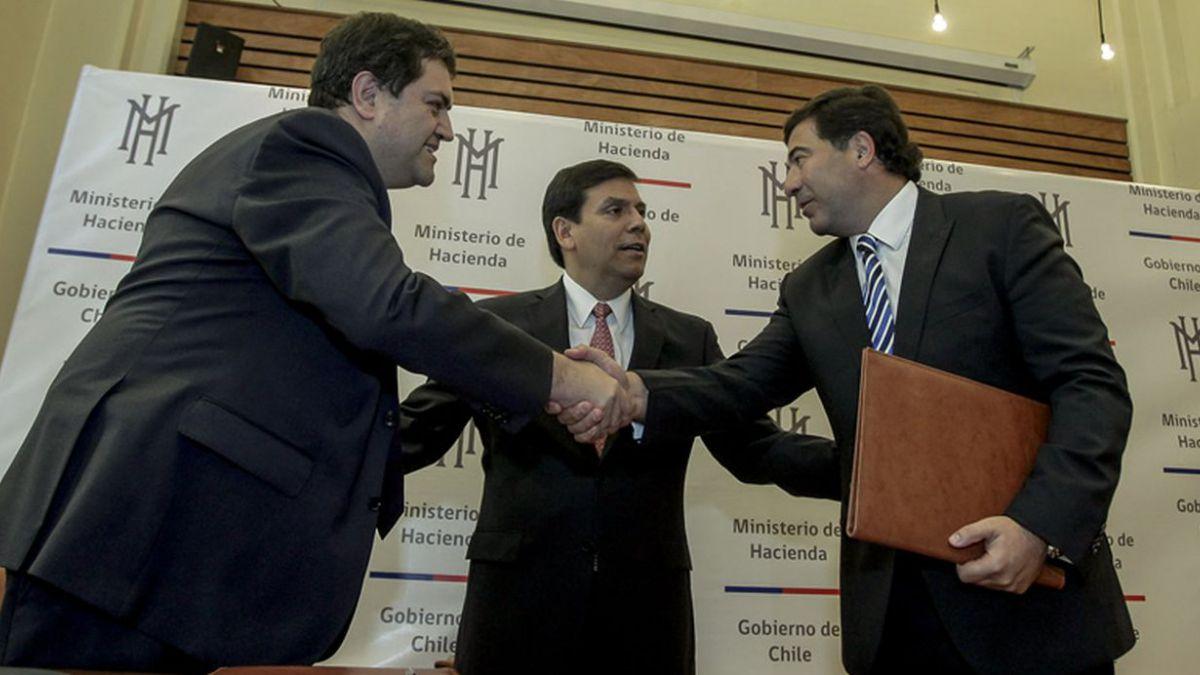 Chile y Argentina firman tratado para evitar doble tributación