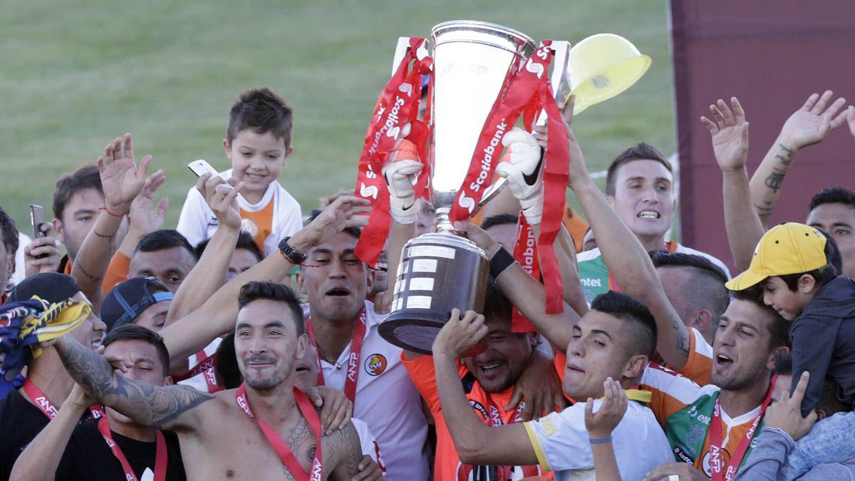 Las regiones ostentan 21 estrellas en el fútbol nacional