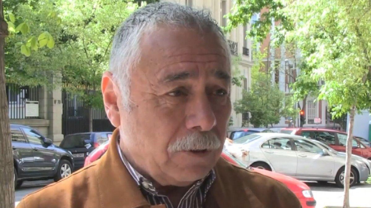 Entrevista con T13: Caszely asegura no haber atacado ni al Gobierno español ni al chileno