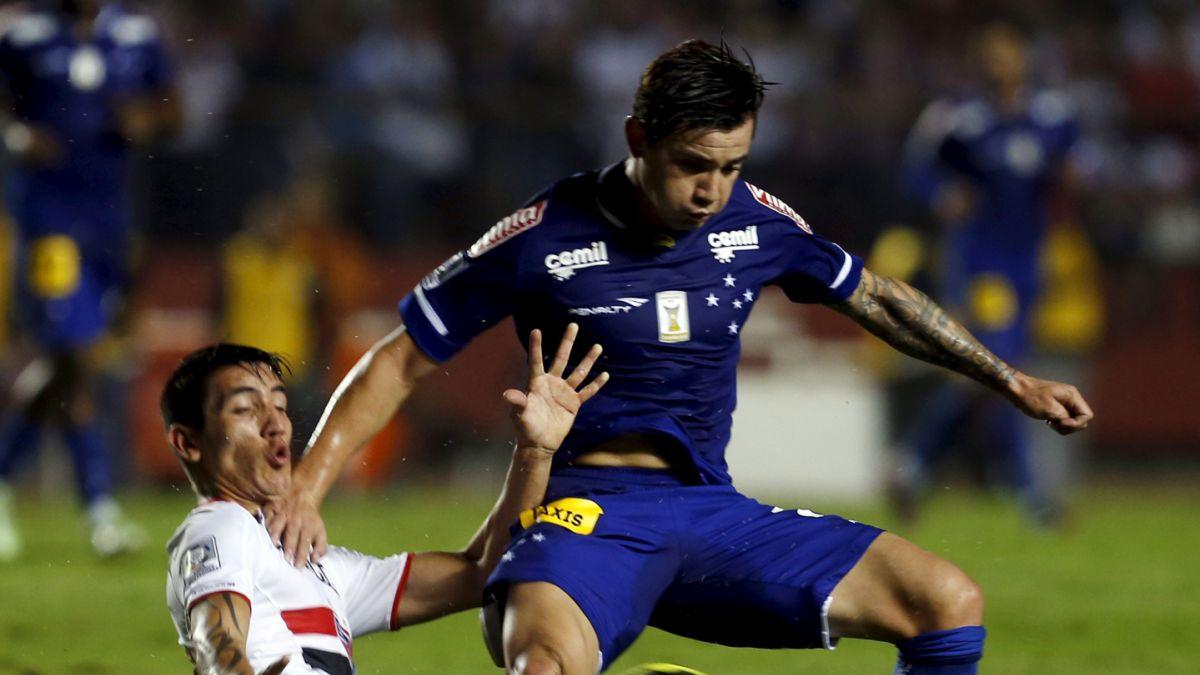 Los dispares resultados de Aránguiz y Mena en Copa Libertadores