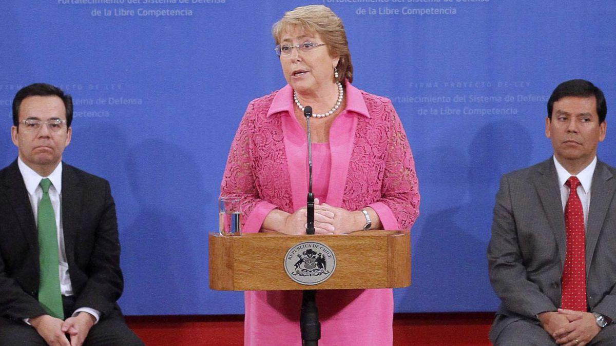 Los números que ponen en duda la continuidad del equipo económico de Bachelet