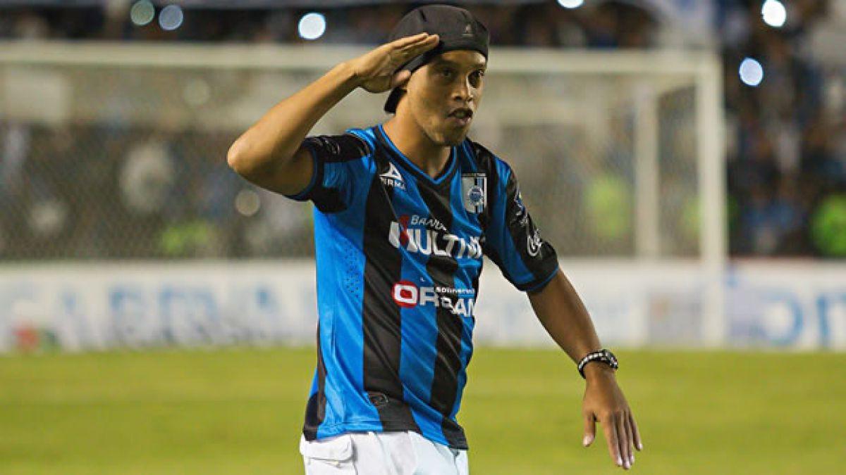 Ronaldinho vuelve a sorprender al mundo con lujos en torneo mexicano